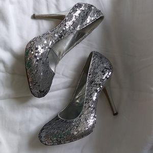 👠 Silver flip sequin heels ✨